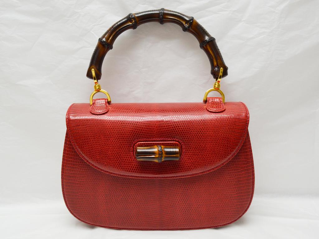 401a066b86b6 GUCCI【グッチ】といえば、 GG柄を思い浮かべる方が多いのではないでしょうか? もちろんGG柄のバッグやお財布は人気が高いですが、 今回紹介するのは バンブーシリーズ ...
